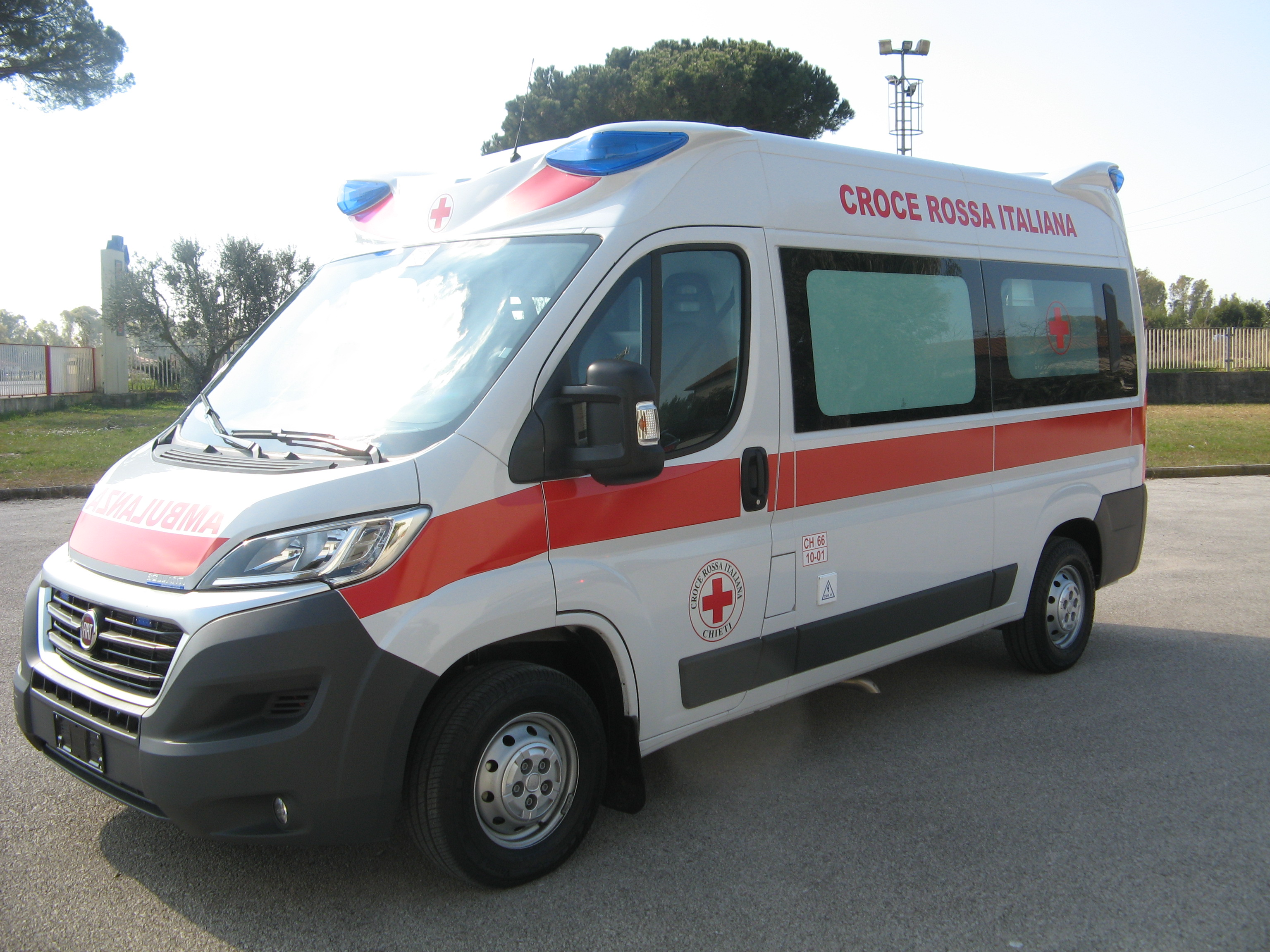Ambulanza_CRI_Chieti.JPG