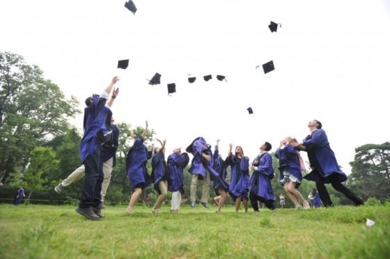 hats_graduation_jumping_dr-750137 (1)